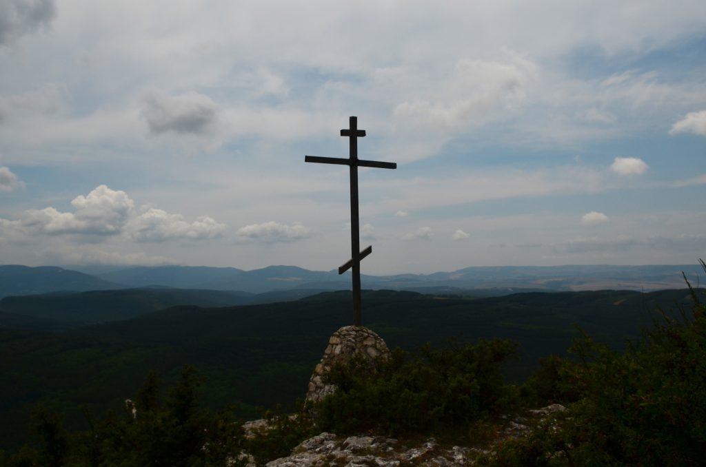 Крест над монастырем святого Саввы